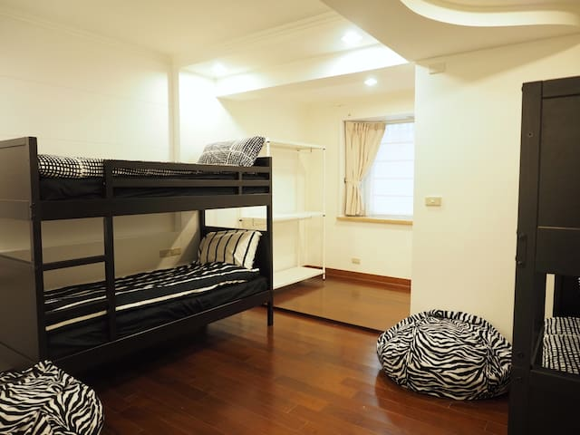 Space 31. 4ppl Dorm room near MRT - Tamsui District - Hus