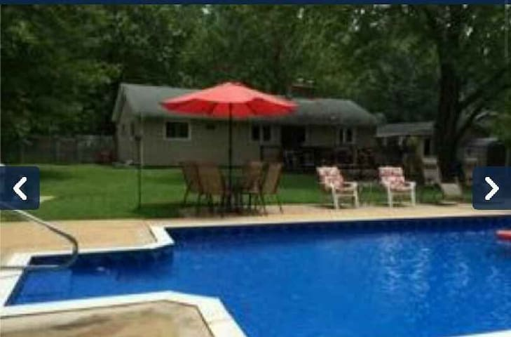 2 Bedrooms>pool/Jacuzzi near Naval Academy and DC