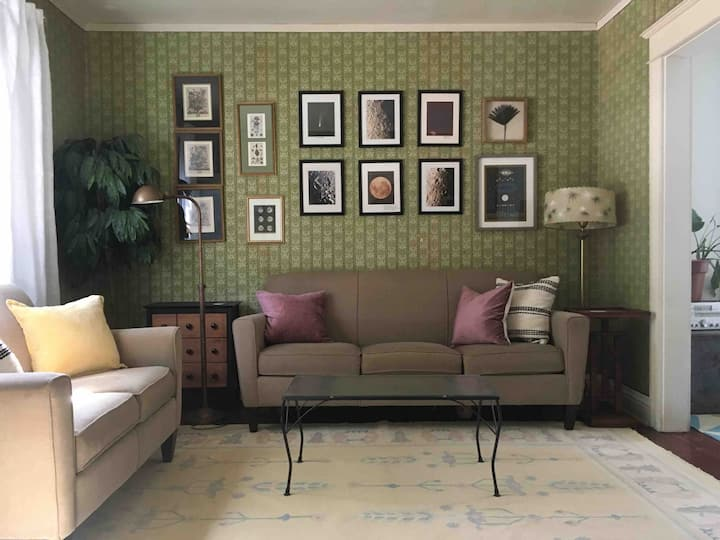 Entire House: Artsy Two Bedroom in South Wedge