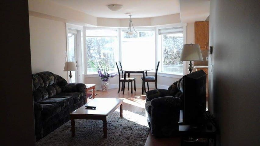Sunny suite close to Sooke harbour. - Sooke - Misafir suiti