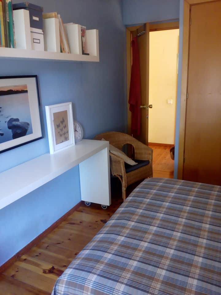 Private room near Barcelona and 2km from the sea