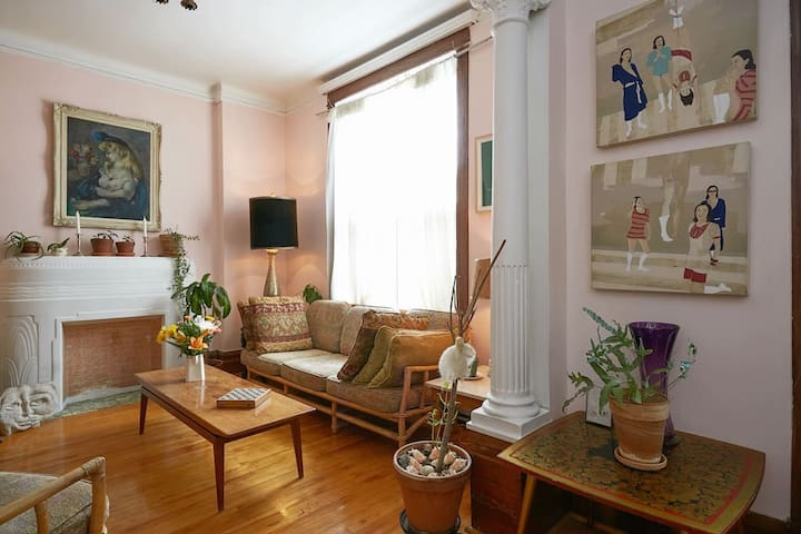 Room in Charming Turn-Of-The-Century Apartment