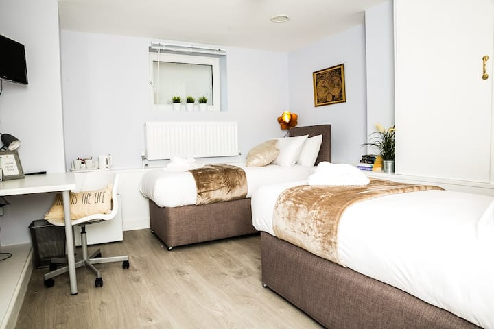 Holywell - Double Bedroom - Private Bathroom