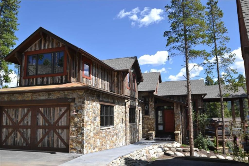 Custom Home, Built by owners, Stone, Snow Fence, Heated Garage, MORE!