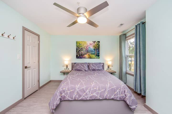 Guest Bedroom with a Queen-size Bed
