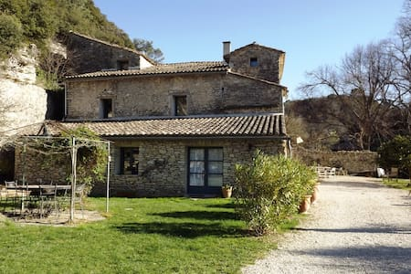 Provence-Wohnung, 4 Schlafzimmer, gr. Garten, Pool - Le Beaucet - Guesthouse