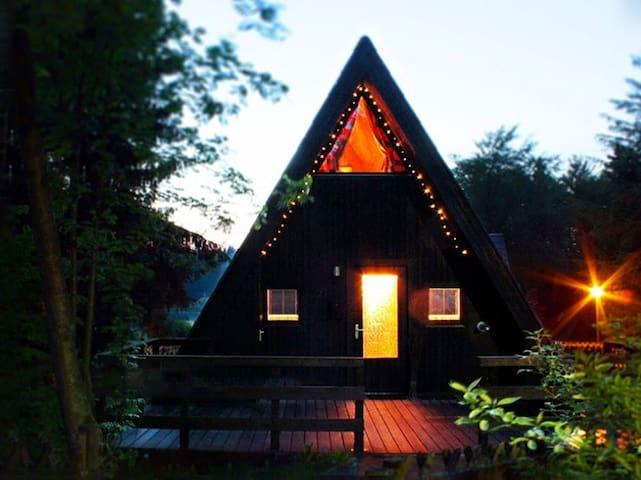 Schönes Nurdachhaus am Waldsee in den Harz-Bergen - Clausthal-Zellerfeld - Hus