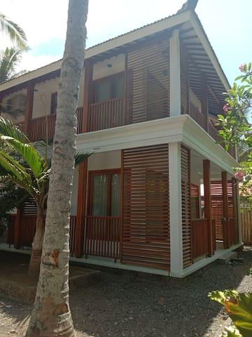 Villa Putri Ayu Pulau Merah