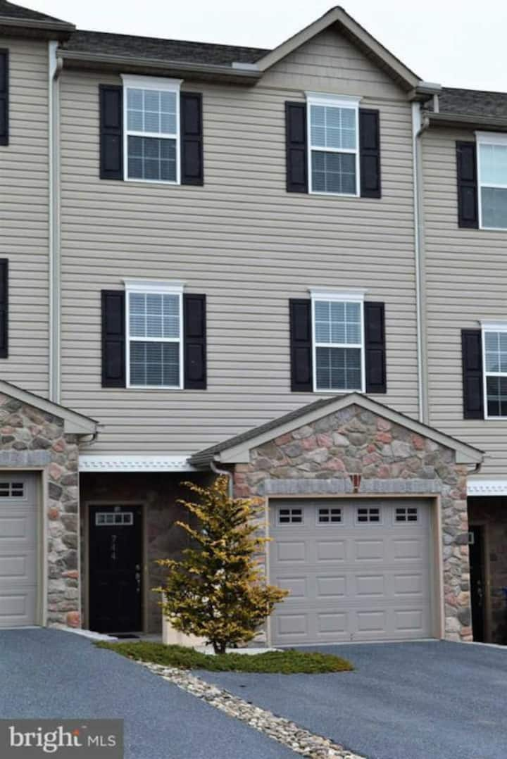 ENTIRE Private Townhouse close to Hershey
