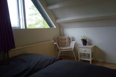Slaapplaats nabij Arnhem/Nijmegen met extra's - Huissen - บ้าน