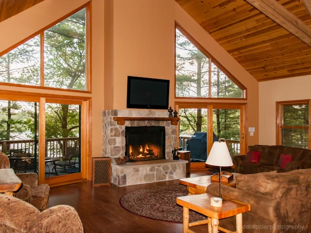 Majestic Pines Slps up to 22 Wknd 2 nts w/3rd free - Redgranite - Hus