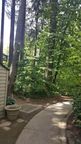 quick cozy secluded room surrounded by forests - Portland - Condominio