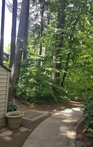quick cozy secluded room surrounded by forests - Portland - Wohnung