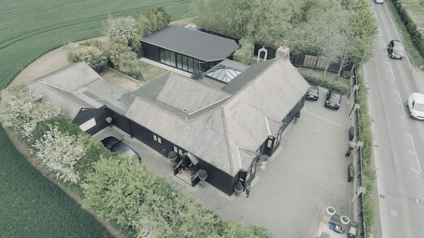 Luxueux Harlow Villa