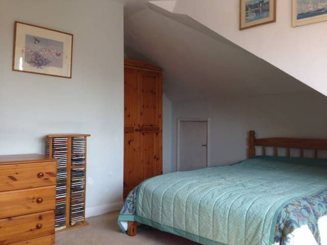 Affordable double room in smart part of N13