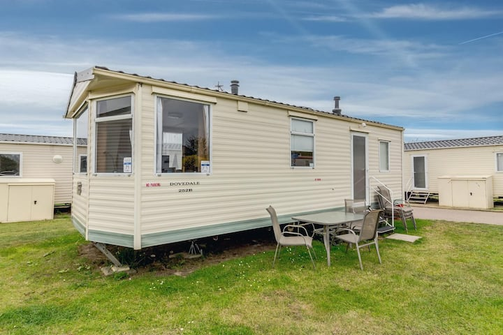 Great caravan for hire by the beach at California cliffs in Norfolk ref 50071E