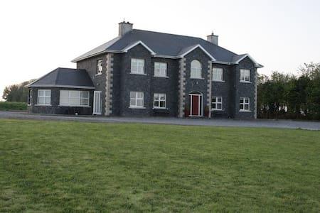 Ballylin House, Ferbane, Co Offaly - Ferbane - บ้าน