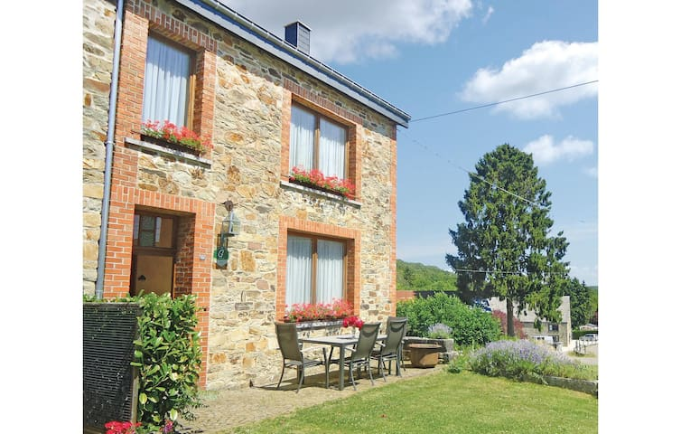Semi-Detached with 4 bedrooms on 160m² in Haut-Fays
