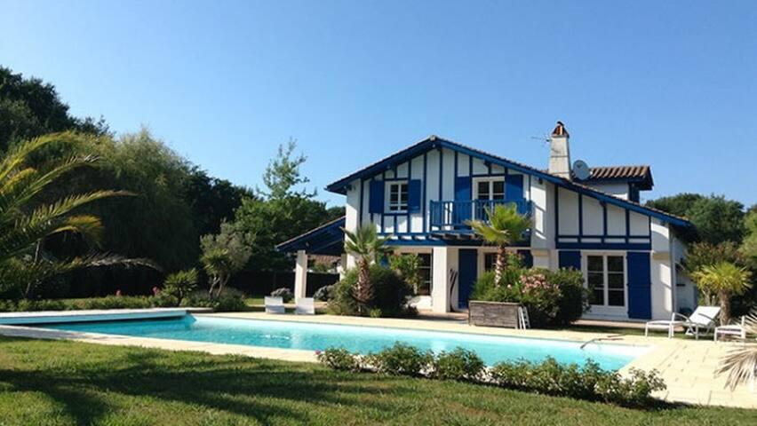 A 10mn des plages, villa avec piscine - Arbonne - Villa