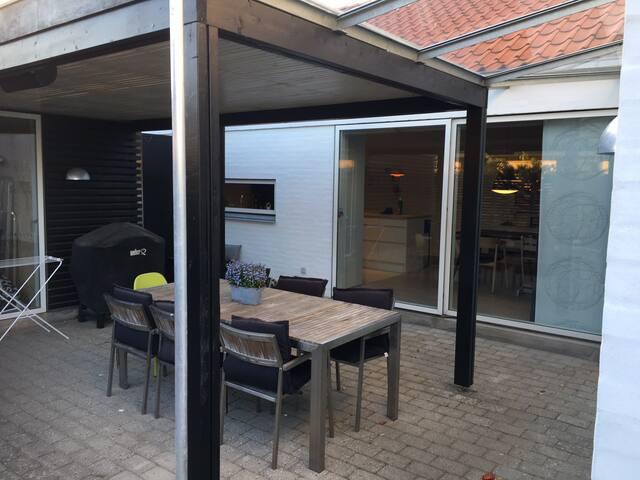 Stor villa på 200 kvm tæt på Århus, skov og strand