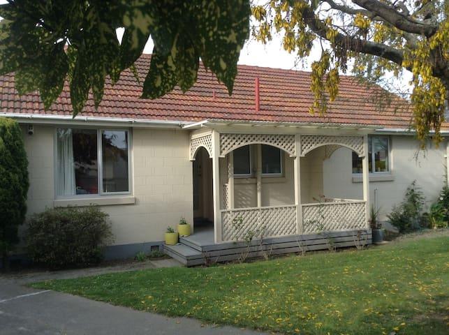 Family-friendly Haven between Chch Airport & CBD - Christchurch - Casa