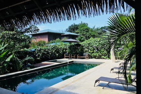 2BD Apt Top Location 200m from beach 100mbps