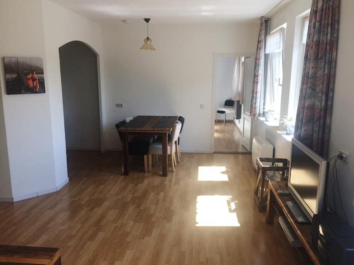 Ruim, gezinsvriendelijk appartement