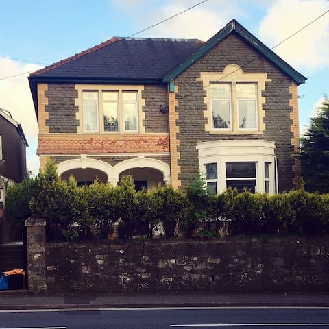 Double Bed, Ensuite, Victorian House at Pencoed