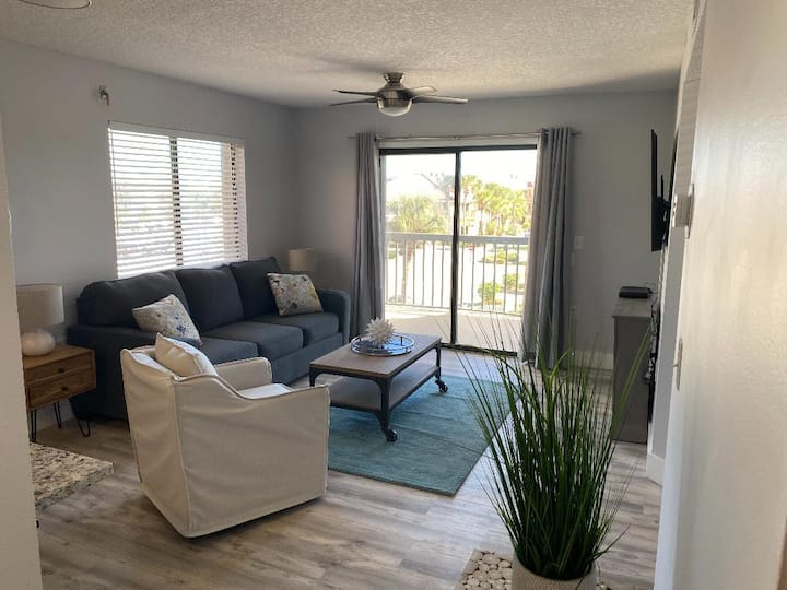 Ocean Side Complex 1/1 condo with heated pool M-33