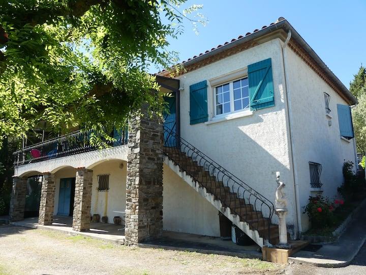 Villa proche Carcassonne très grand jardin clos