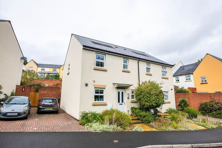 Sidmouth - Clean modern house, en suite & parking