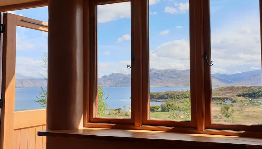 THE STRAWBALE BOTHY SKYE: unique, cosy with views.