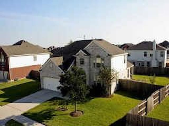 Pearland Paradise FEATURED ON FOX26 NEWS - Pearland - Casa