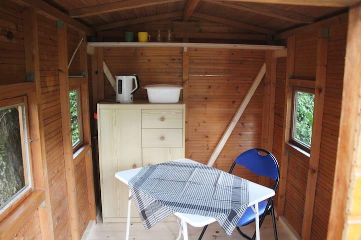Tiny-Tiny Gartenhäusle mit Charme + Platz für Zelt
