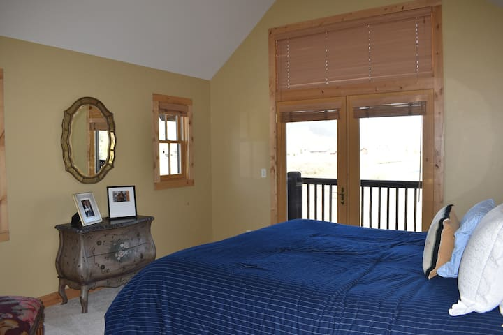 Upstairs master suite with king bedroom and private deck