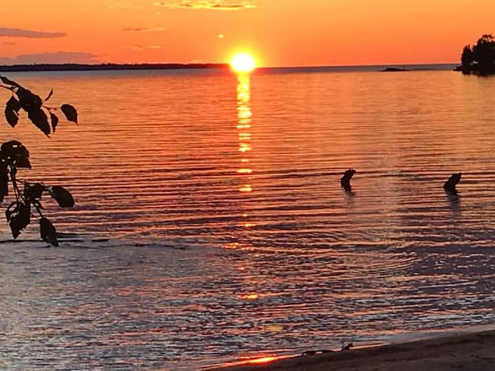 NIPPISING BEACHFRONT RESORT-sunset,star&sandsROOM2