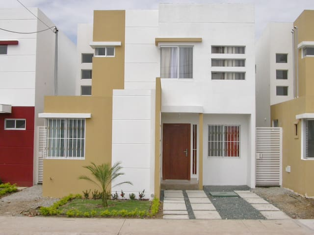 4 BDRM FURNISHED HOUSE FOR RENT IN SAMBORONDON - Samborondón - Talo