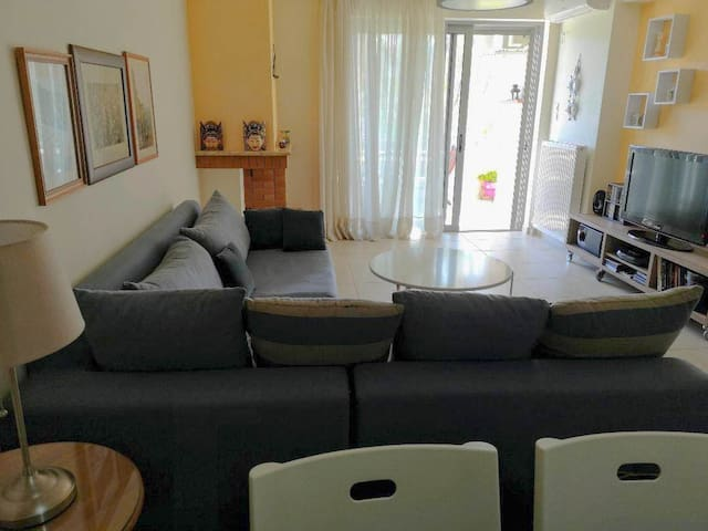 Modern apartment, near the sea, Athens and airport