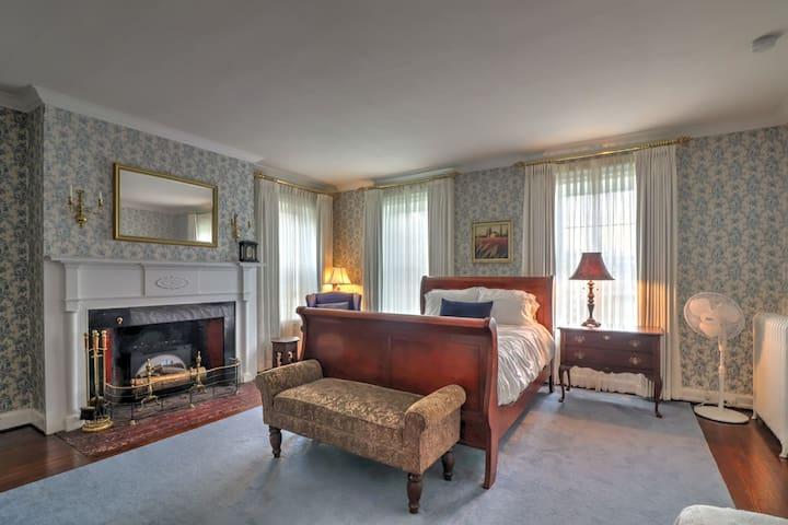 Luxury Suite 1 with Full Private Bathroom