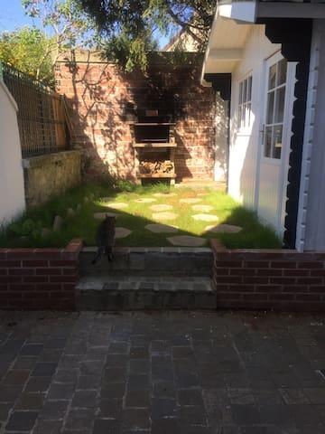 Maison de ville avec petit jardin