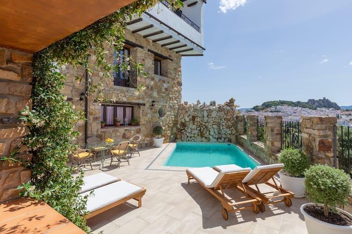 Luxury Villa Casa el Impero with Pool, Terrace, Unique Mountain View and WiFi