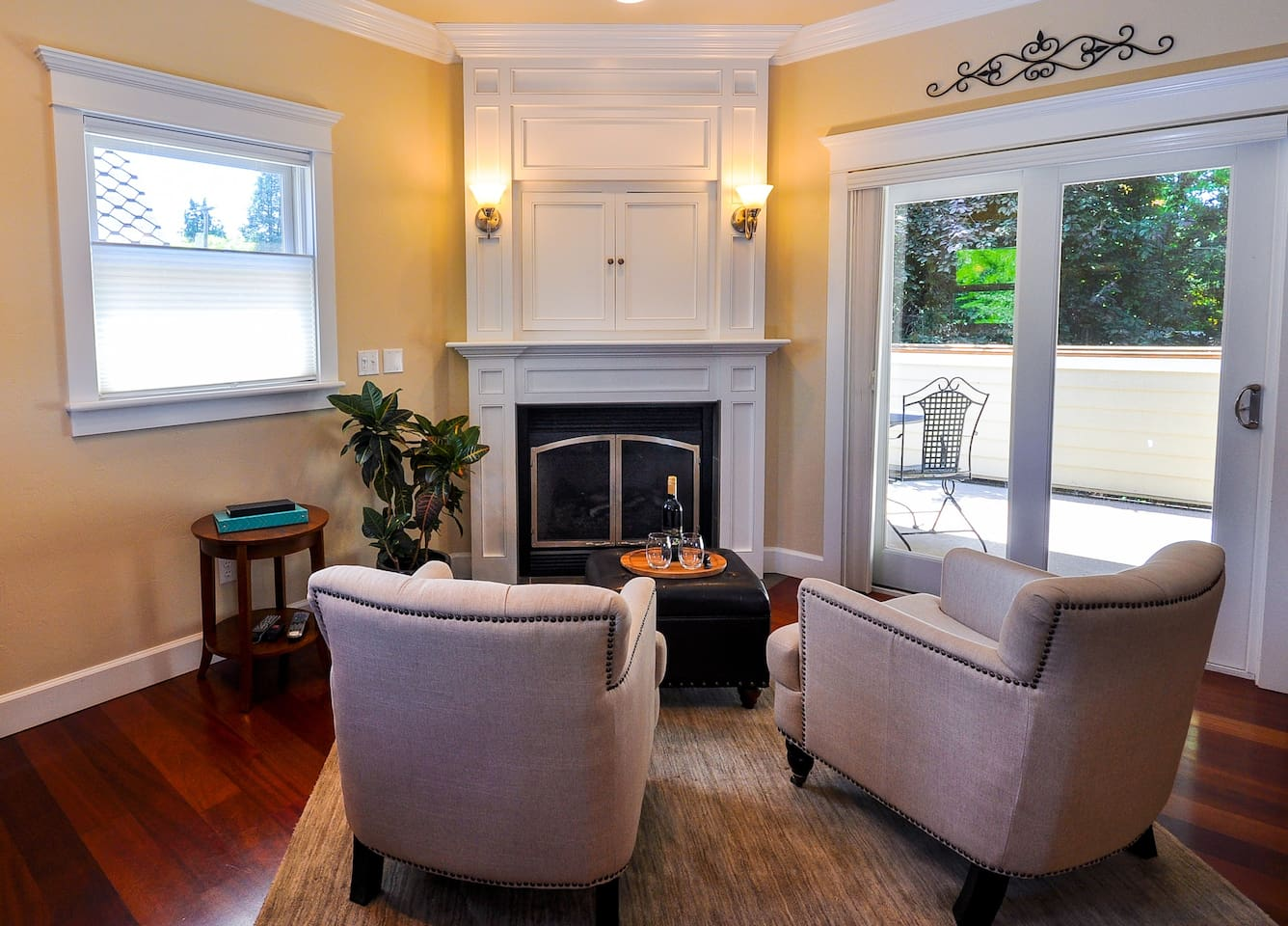 Sitting Area/Gas Fireplace