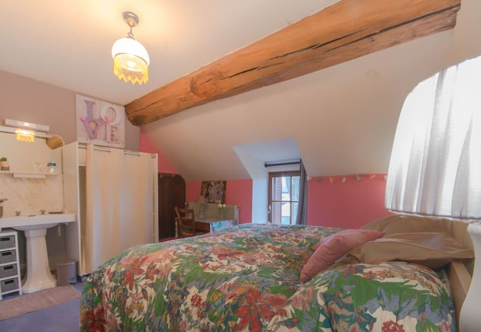 chambre étage avec lavabo St Roch