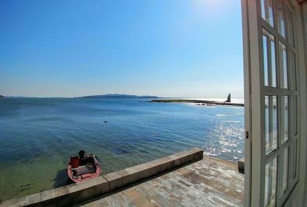 Casa marinera enfrente del mar a pie de playa - Cambados