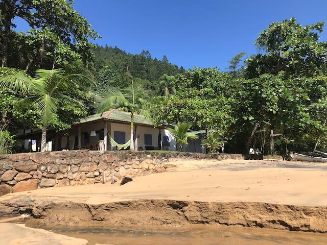 Vista da praia para a casa