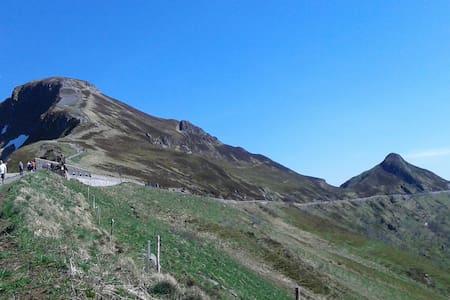 BELLES randos  volcans auvergne- LES PETITS SABOTS