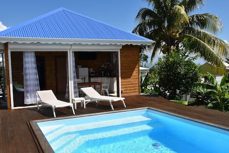 Charming bungalow with pool