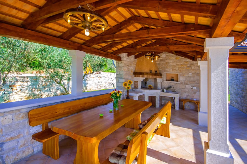 Covered terrace and outdoor kitchen
