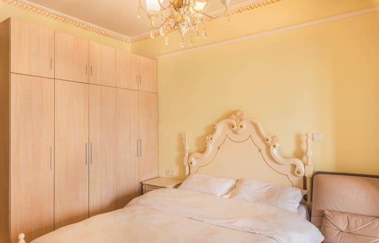 沙坪坝温馨小调美式英伦风格欧式大床房