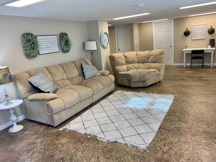 ⭐️Spacious Basement Apartment⭐️ Close to Lander